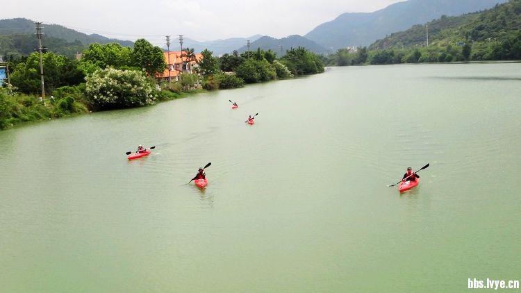 使独木舟的爱好者们可以在江河