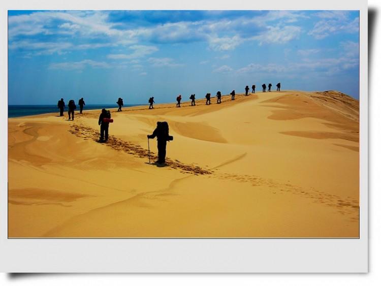 【景点介绍】 翡翠岛位于昌黎县黄金海岸南部,是一座由黄色细沙和