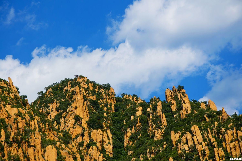 秦皇岛笔架山,冰糖峪风景区很漂亮.还有难得一见的『石鸡』