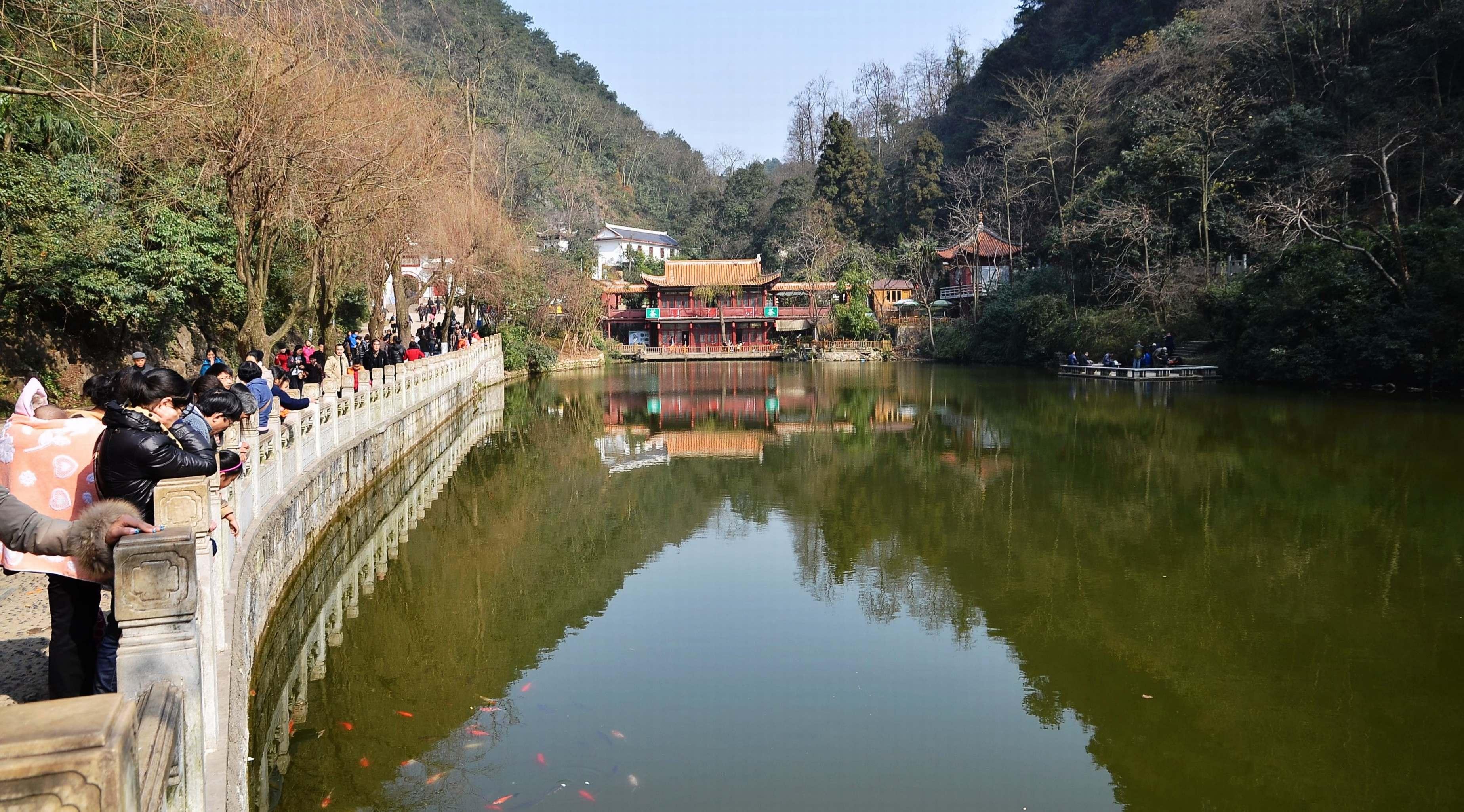 黔灵山公园及街景