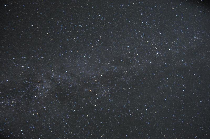 璀璨星空下的海坨漫步图片