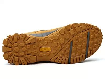 鞋底的纹路加深,但是鞋底花纹显示比较细致