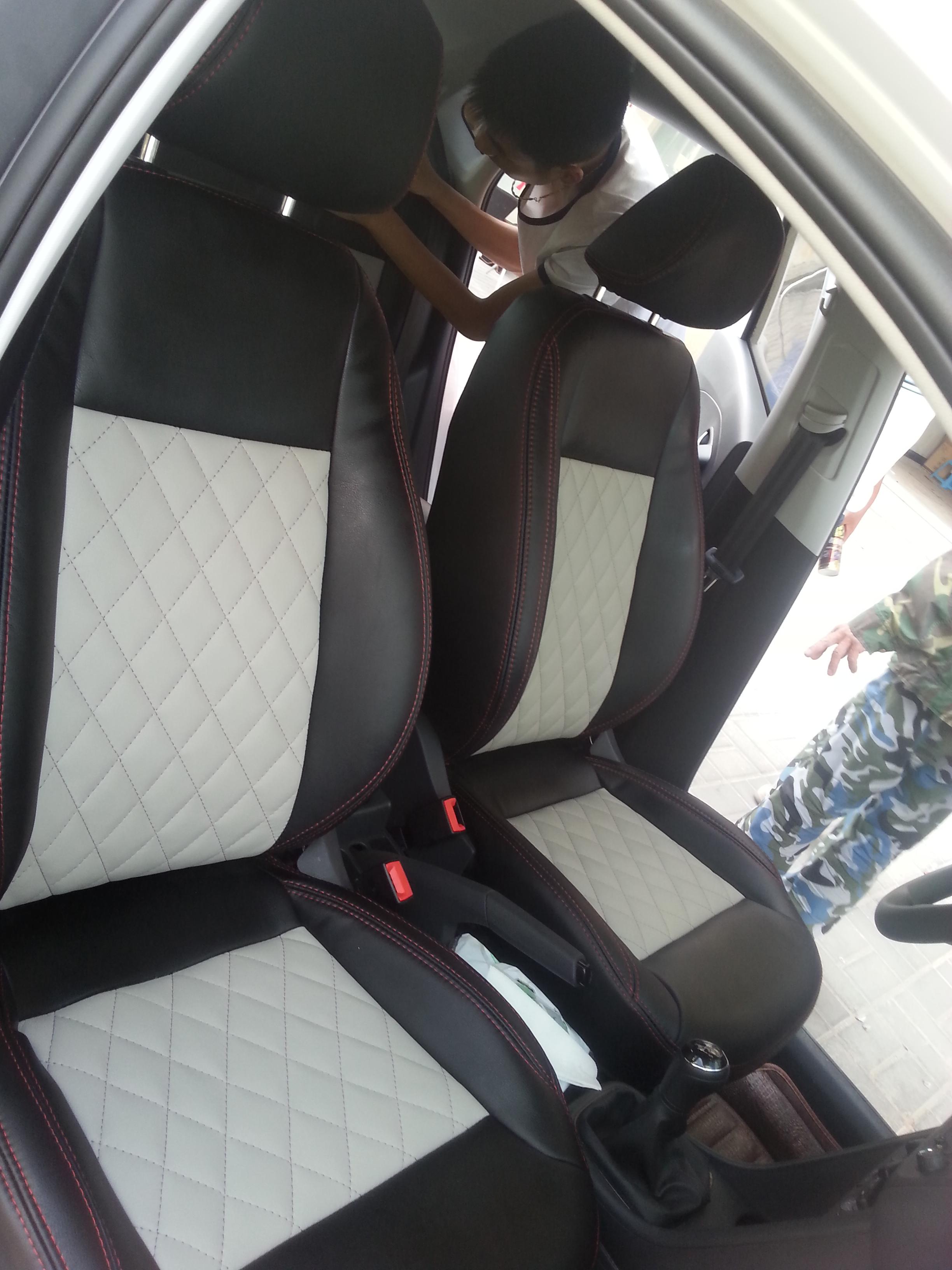 汽车真皮座椅——黑色和灰色搭配