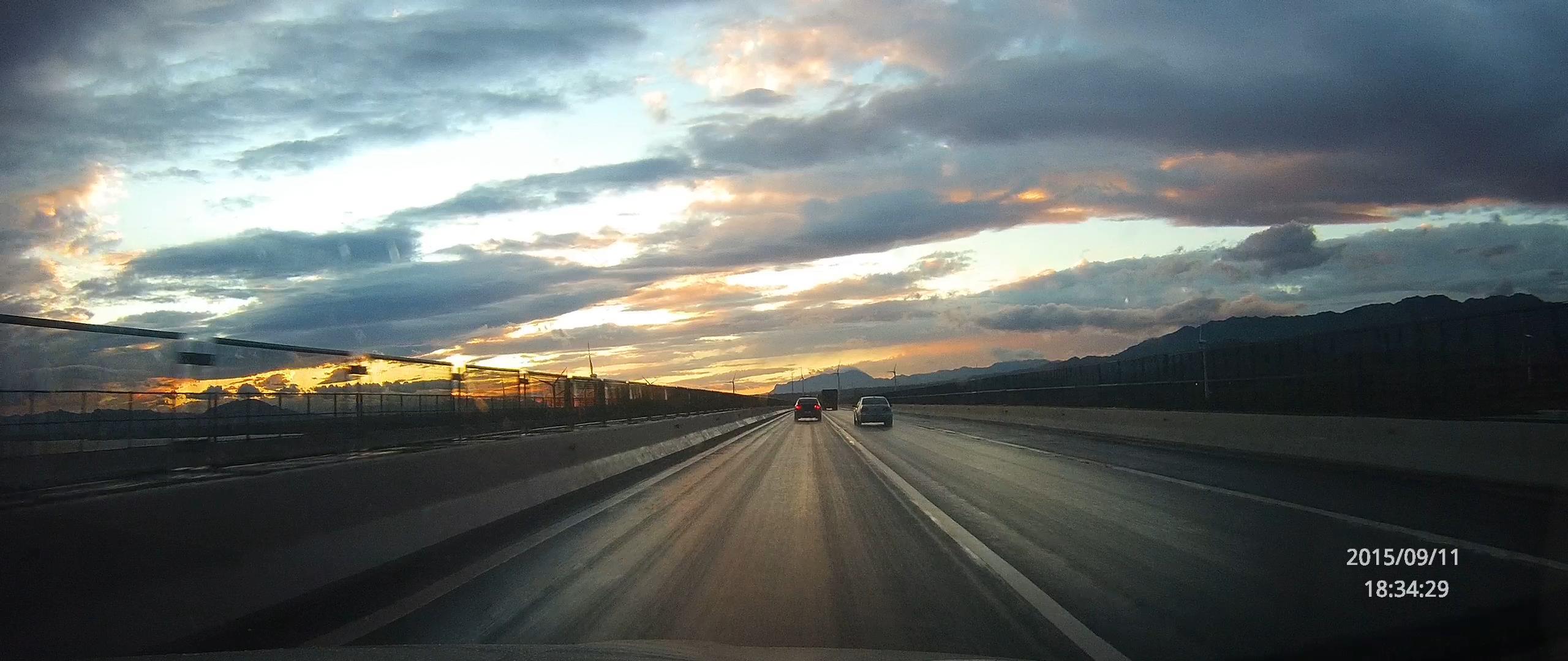 宽屏壁纸2560x1080-京藏高速上偶遇大雨后的晚霞