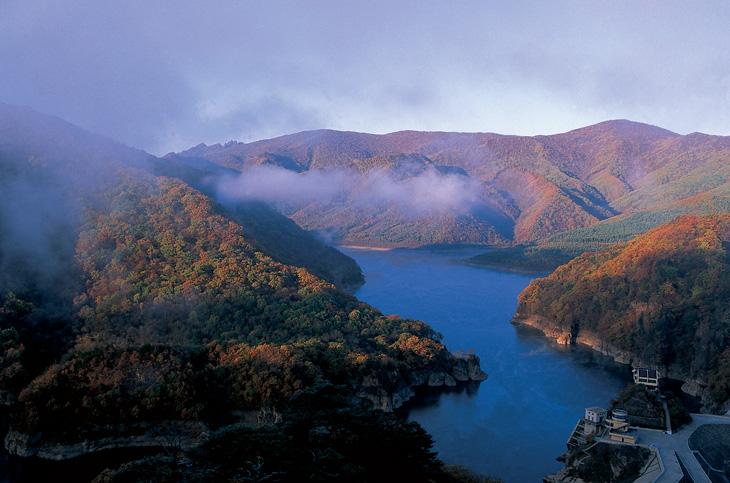 亮点1;    南芬大峡谷位于辽宁省本溪市南20公里的南芬区境内,是一处