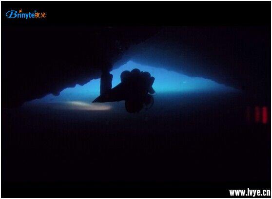 洞穴潜水.jpg