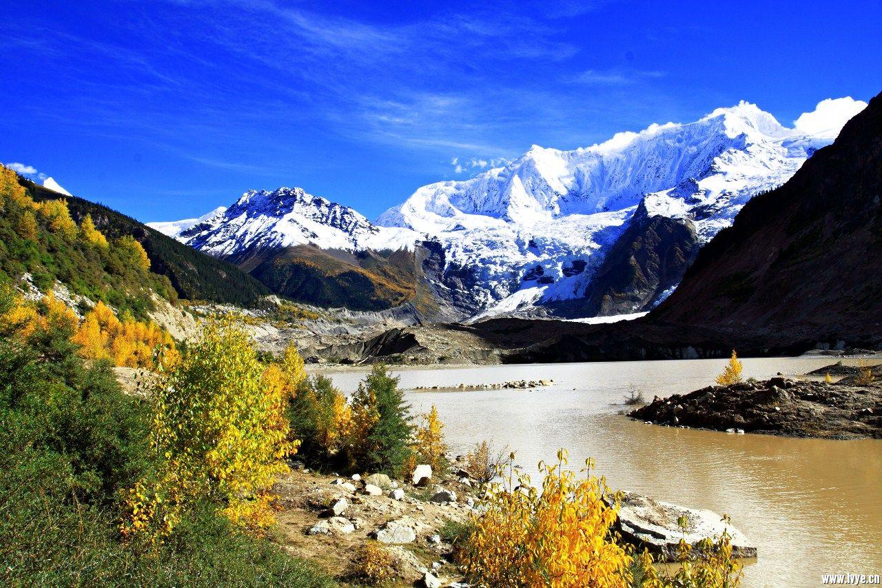 住宿地点:古乡特色藏式标间(2-3人 间) 海拔高度:安久拉山4325米,然