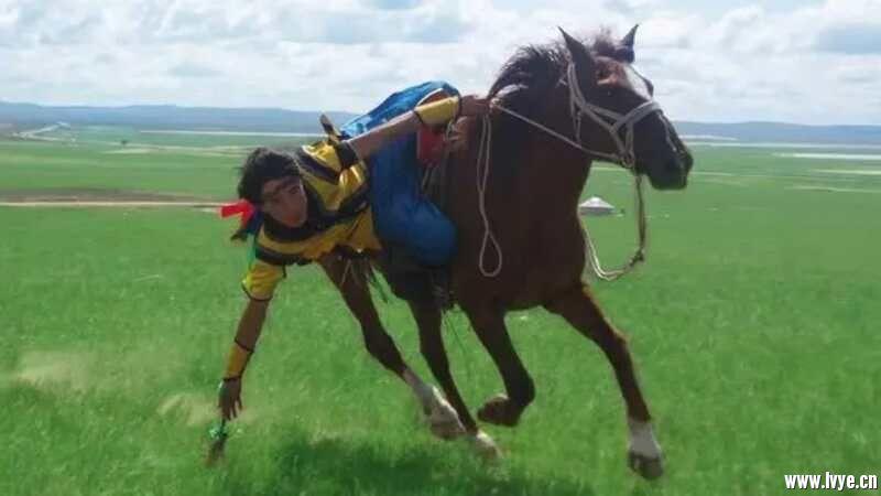 巴尔虎蒙古骑马.jpg