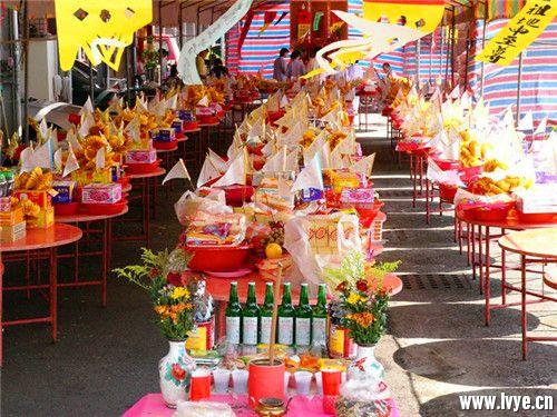 中元寄哀思 祈福保平安——不可不知的中元节传统习俗 (1).jpg