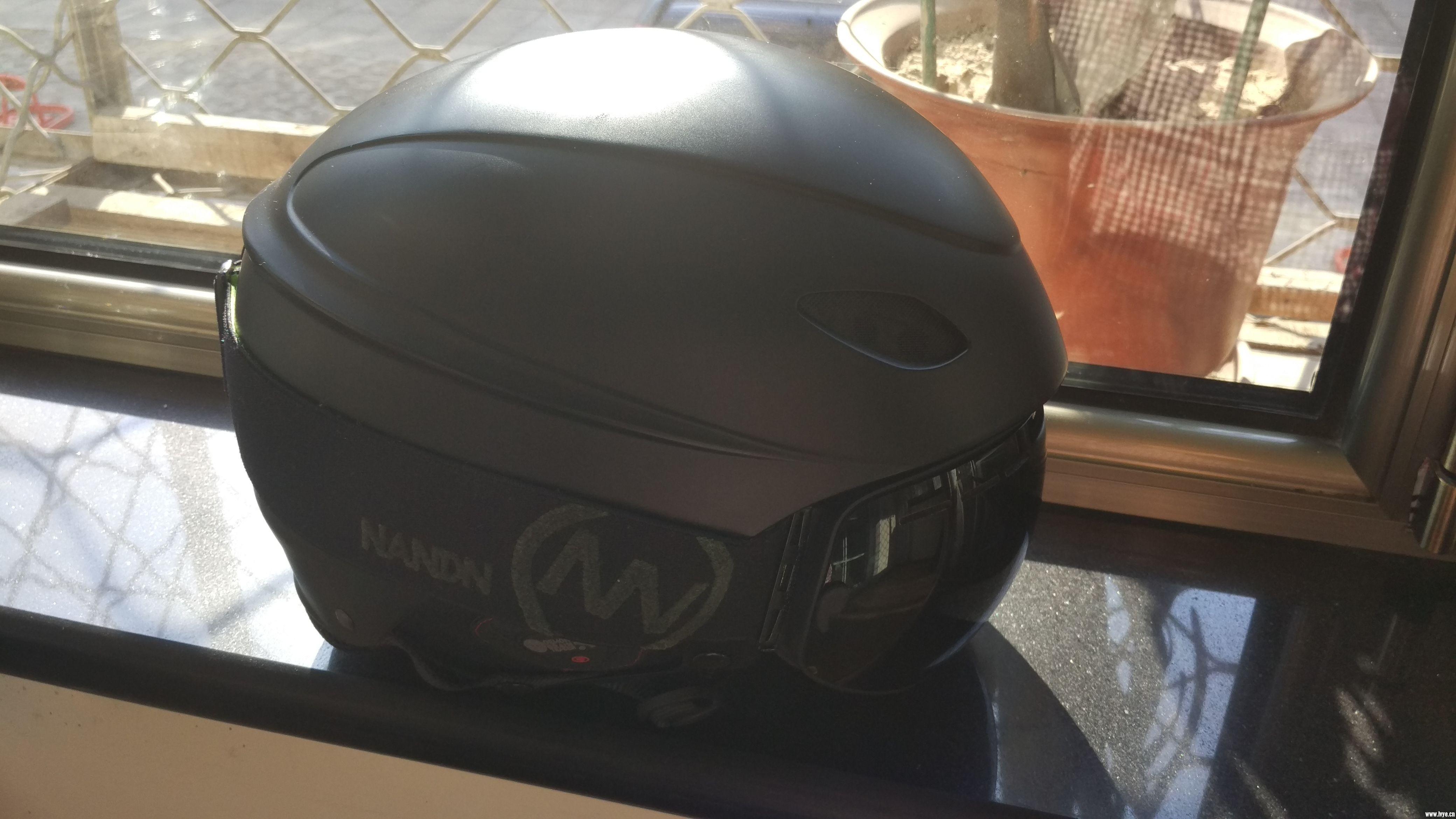 头盔雪镜1.jpg