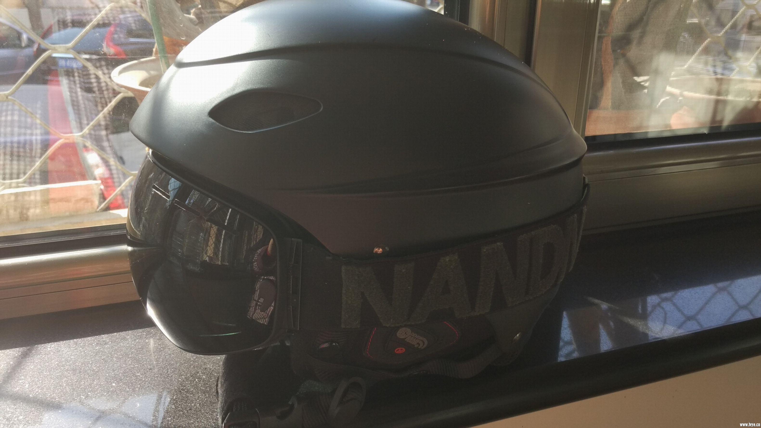 头盔雪镜2.jpg