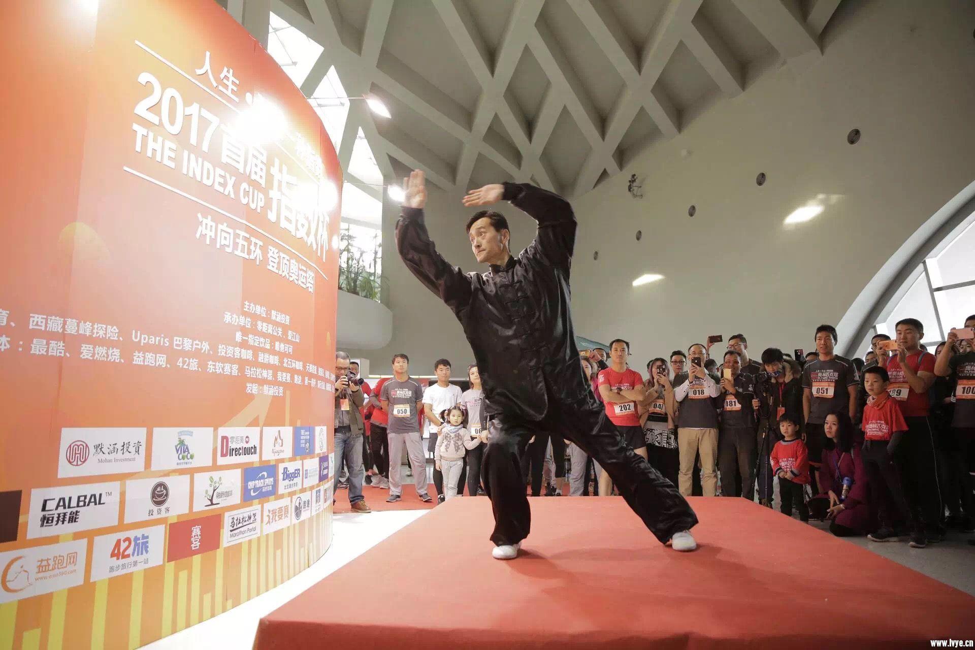 李东丰先生展示史式八卦游身掌.JPG
