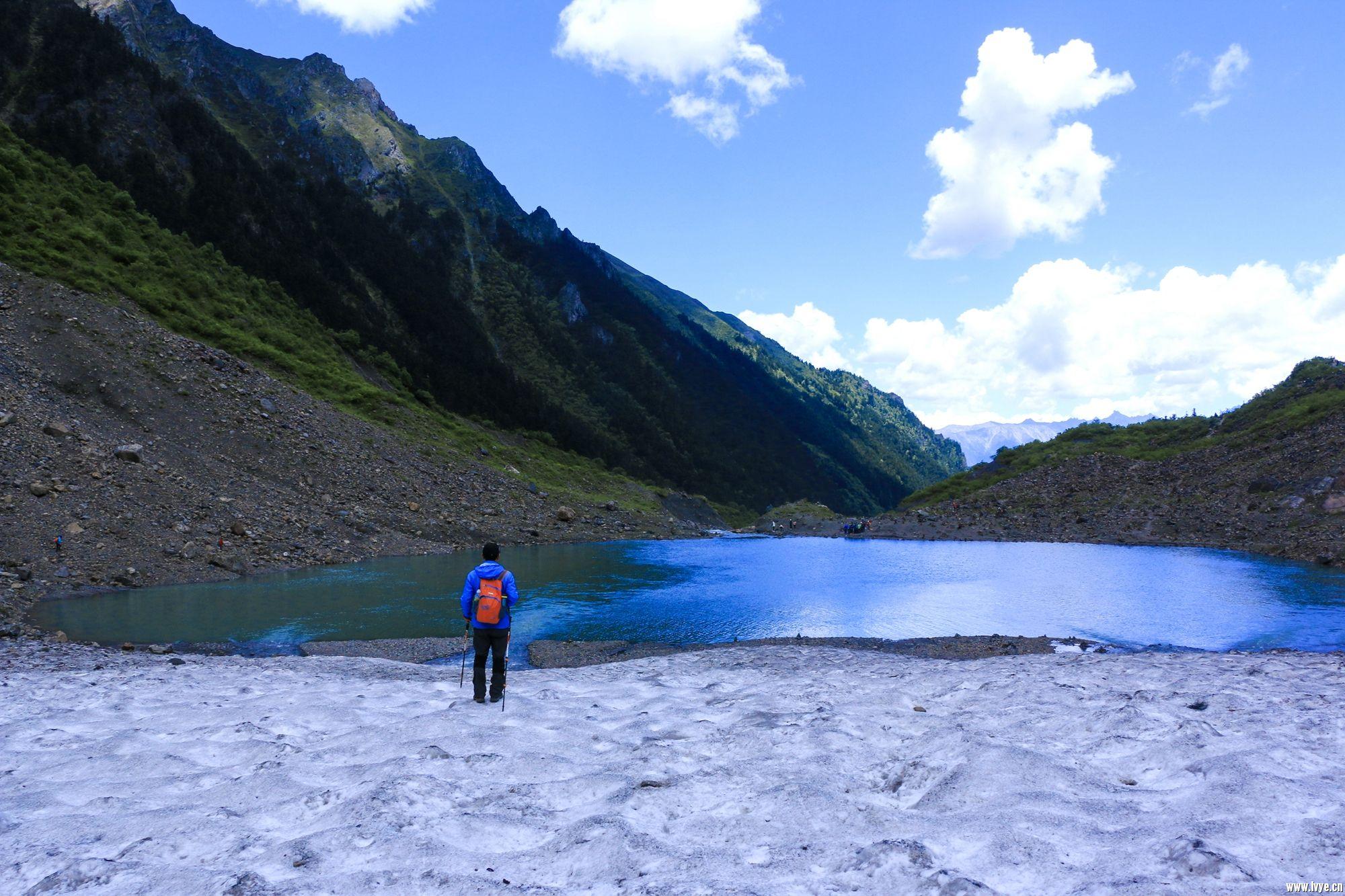 从冰川上看冰湖,是另外一番风景