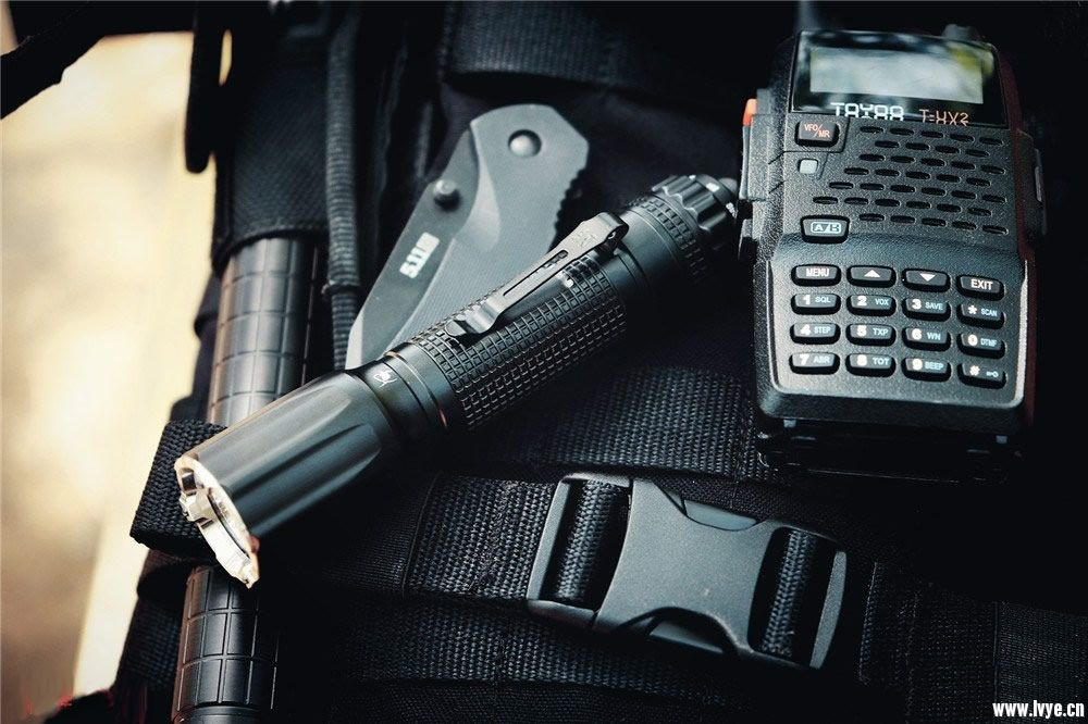 纳丽德 TA30 战术手电