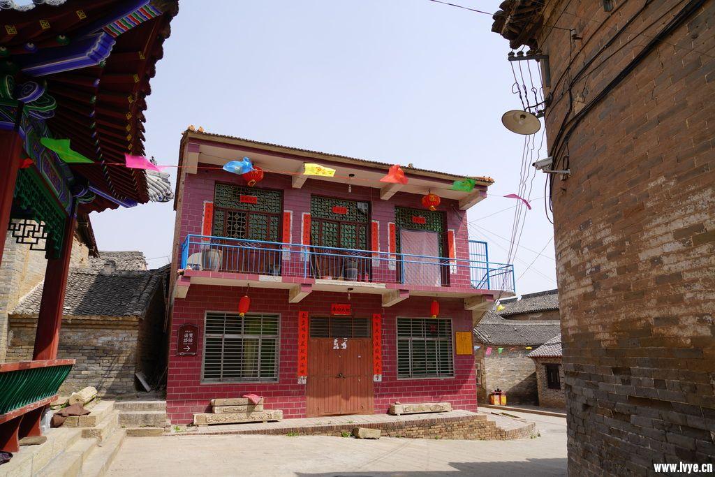 重新修建的九子庙,不伦不类。