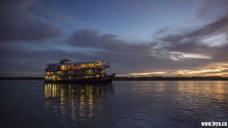 40_745_420_adventuresmith_explorations_amatista_amazon_river_cruise_crp.jpg