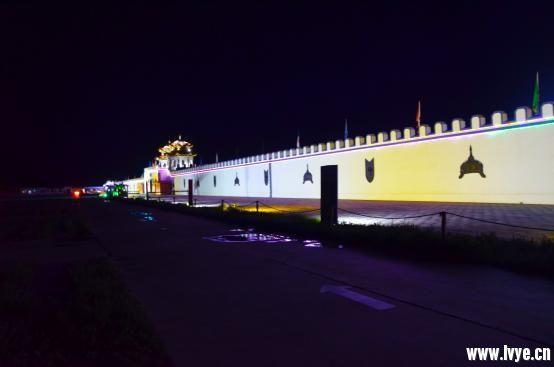 夜晚宫墙.jpg