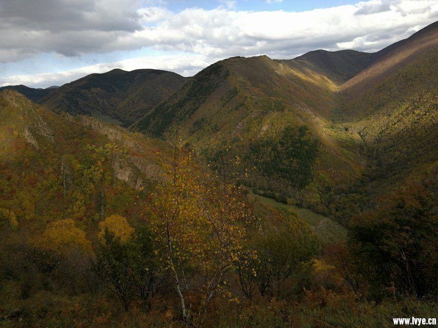 营地山顶风景2.jpg