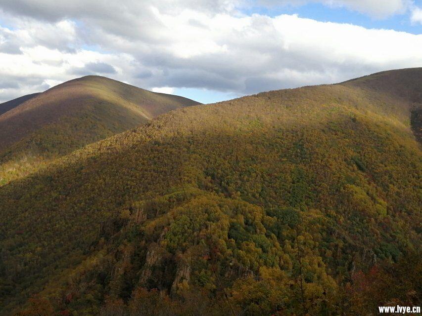 营地山顶风景3.jpg