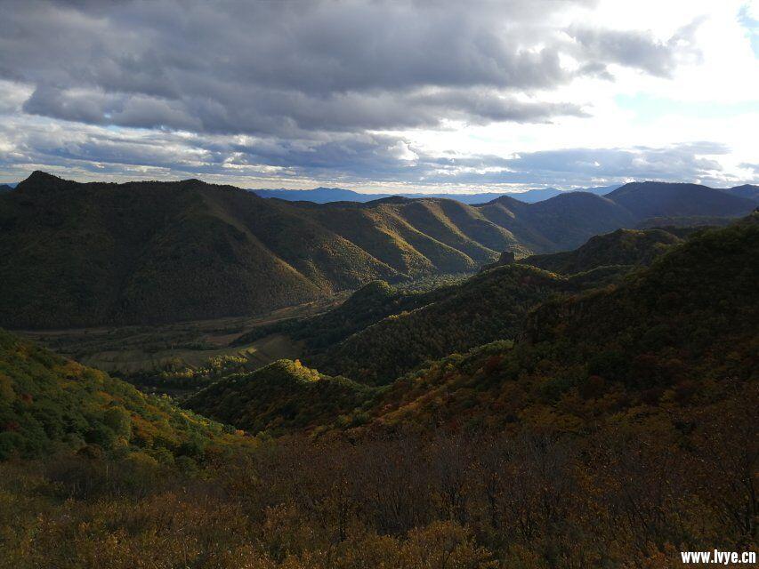 东猴顶景区爬山风景.jpg