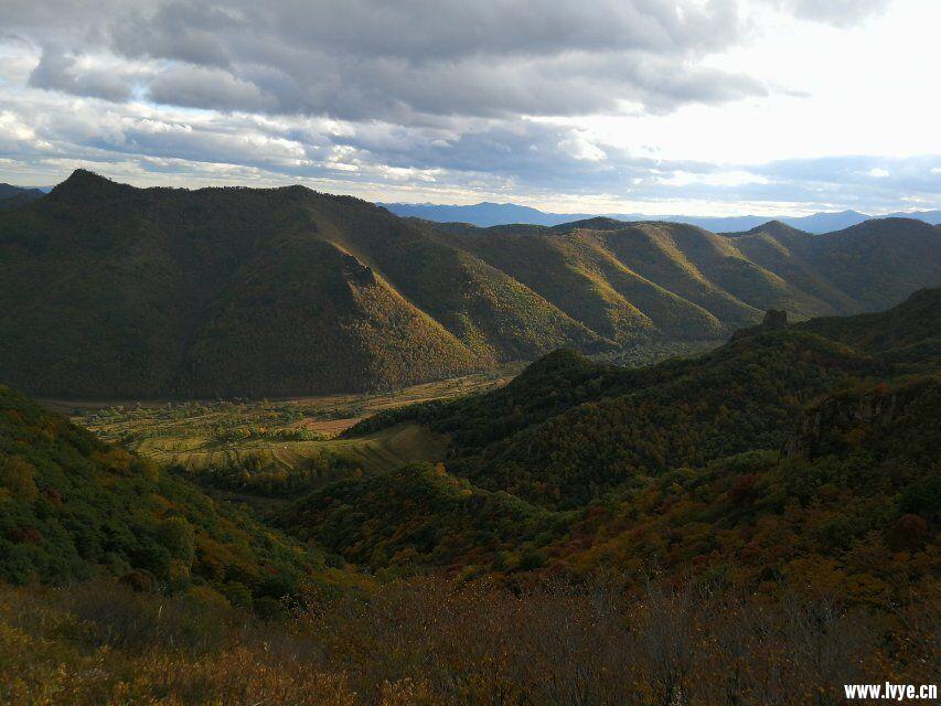 东猴顶景区附近爬山山顶风景.jpg