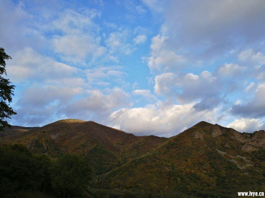 东猴顶附近爬山山顶风景3.jpg