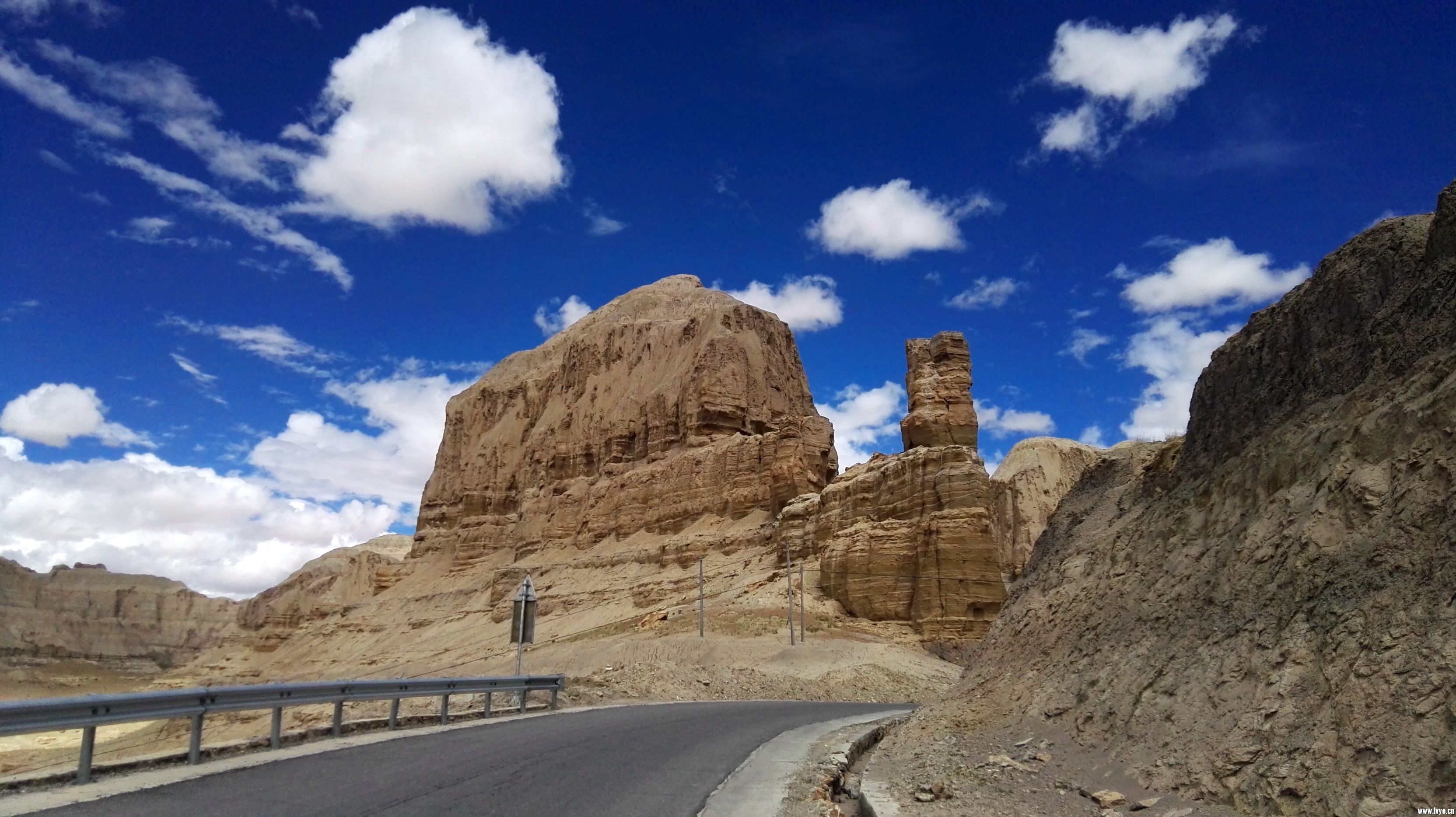 新藏线 - 西藏-扎达土林 (8).jpg