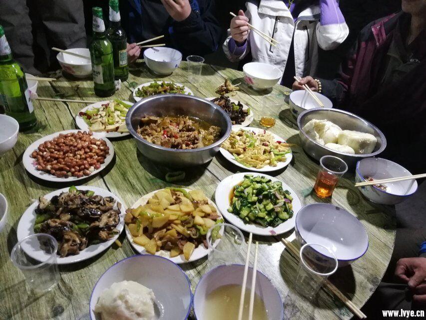 抱犊村晚餐2.jpg