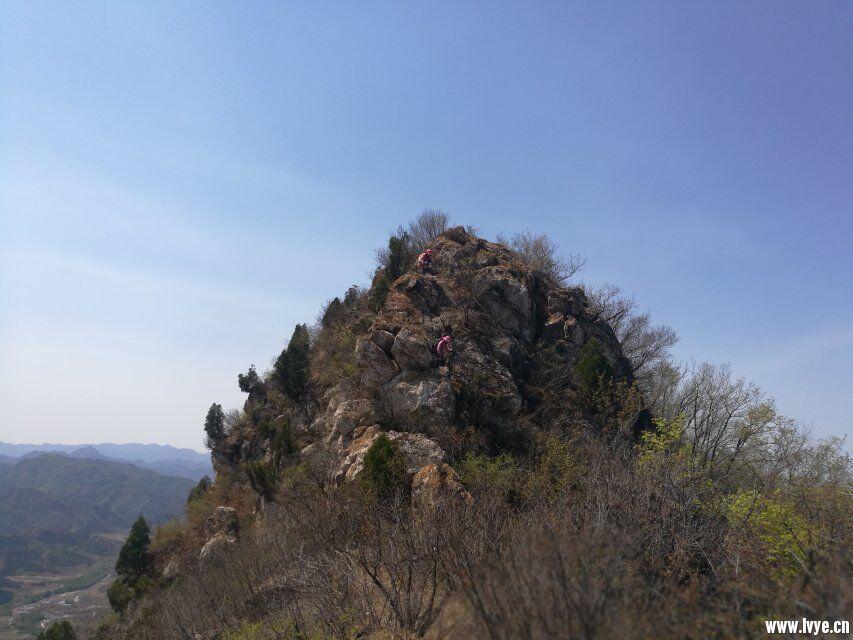 山脊上的行走.jpg