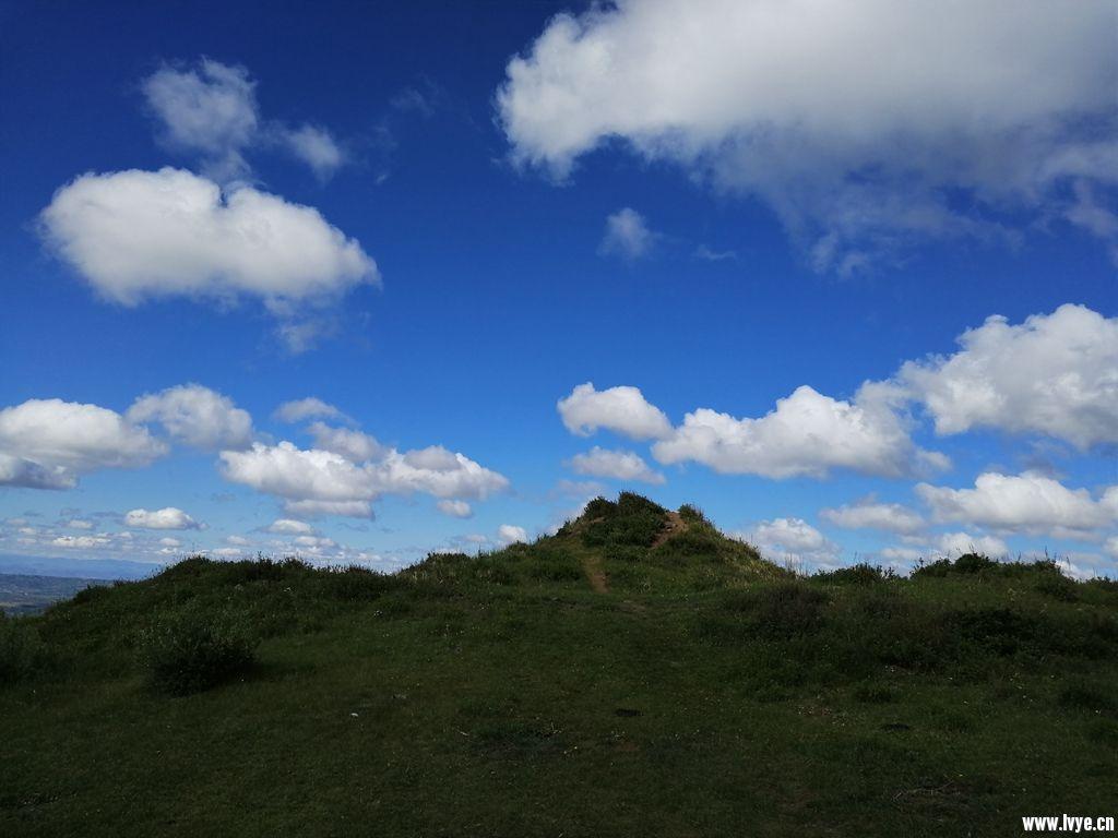 孟良城营地烽燧.jpg