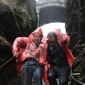 贵州梵净山金顶遭遇罕见强雷击  34游客不同程度受伤