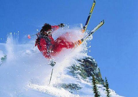 滑雪是高危运动 冬季滑雪请您悠着点