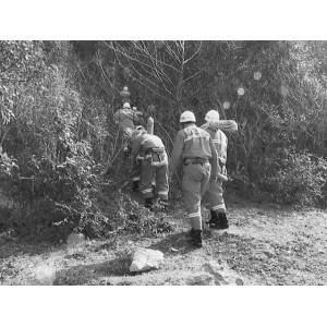 一男子幕府山攀岩受困6小时 民警消防官兵营救成功