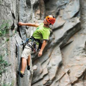 攀岩爱好者谈努力向上 称磕线就要磕到底
