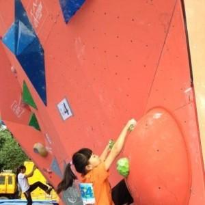 9岁蜘蛛人对攀岩热情高 称兴趣是最好老师