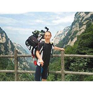 """北京""""怪小伙""""攜妻度蜜月 扛單車爬遍三山五岳"""