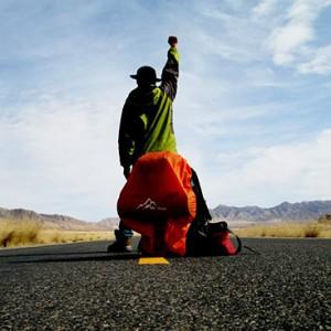 济南小伙4千元15天穿越川藏线 一路徒步加搭车