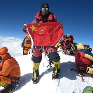 登山家張梁放棄近在眼前山頂 稱更加熱愛生命