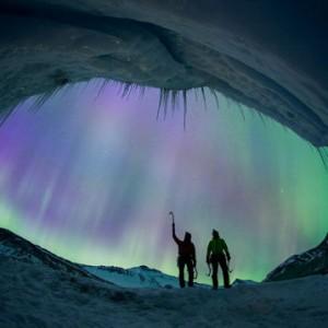 加拿大登山者攀阿薩巴斯卡冰川 遇罕見極光