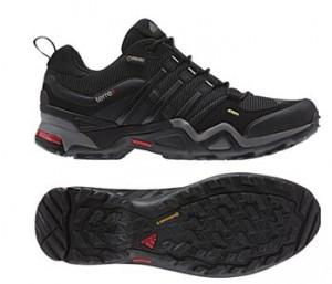 登山鞋什么牌子好,adidas登山鞋给你全新体验