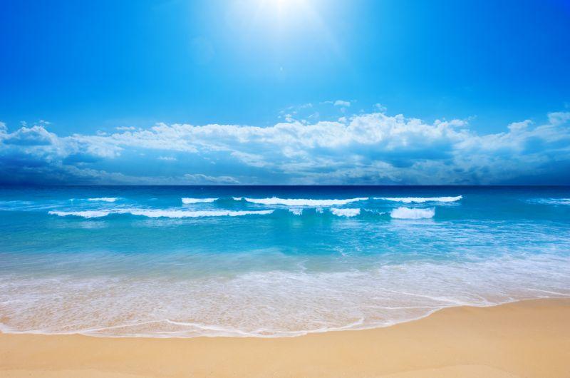 流火七月,热浪翻滚,置身户外,挥汗如雨,只剩俩字酸爽!但是,有这么一群可爱的小伙伴们,顶着骄阳义无反顾的向着户外出发,因为他们自发要去干一件大事清洁海滩,还海洋一片蓝!7月10日,由绿色神州发起、绿野网共同参与的保护海洋 清洁海滩大型公益环保活动在秦皇岛北戴河海岸线举行!