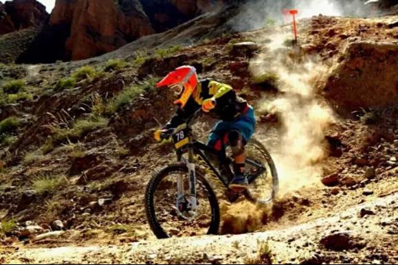 速度与激情|高原丹霞地貌 2000米海拔极速激情