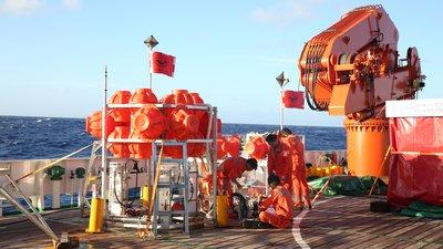 """""""彩虹魚""""深淵探測器成功探秘萬米深淵 海洋探秘進入新時代 ..."""