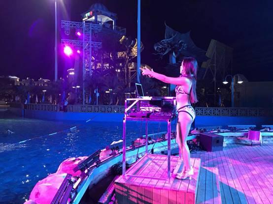 克里湾水乐园狂欢派对 百大DJ现场诠释电音魅力