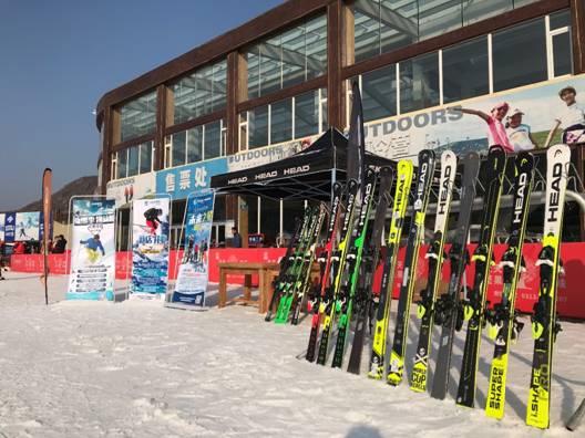 配齊裝備滑雪去|邊城滑雪精品店進駐萬龍滑雪場