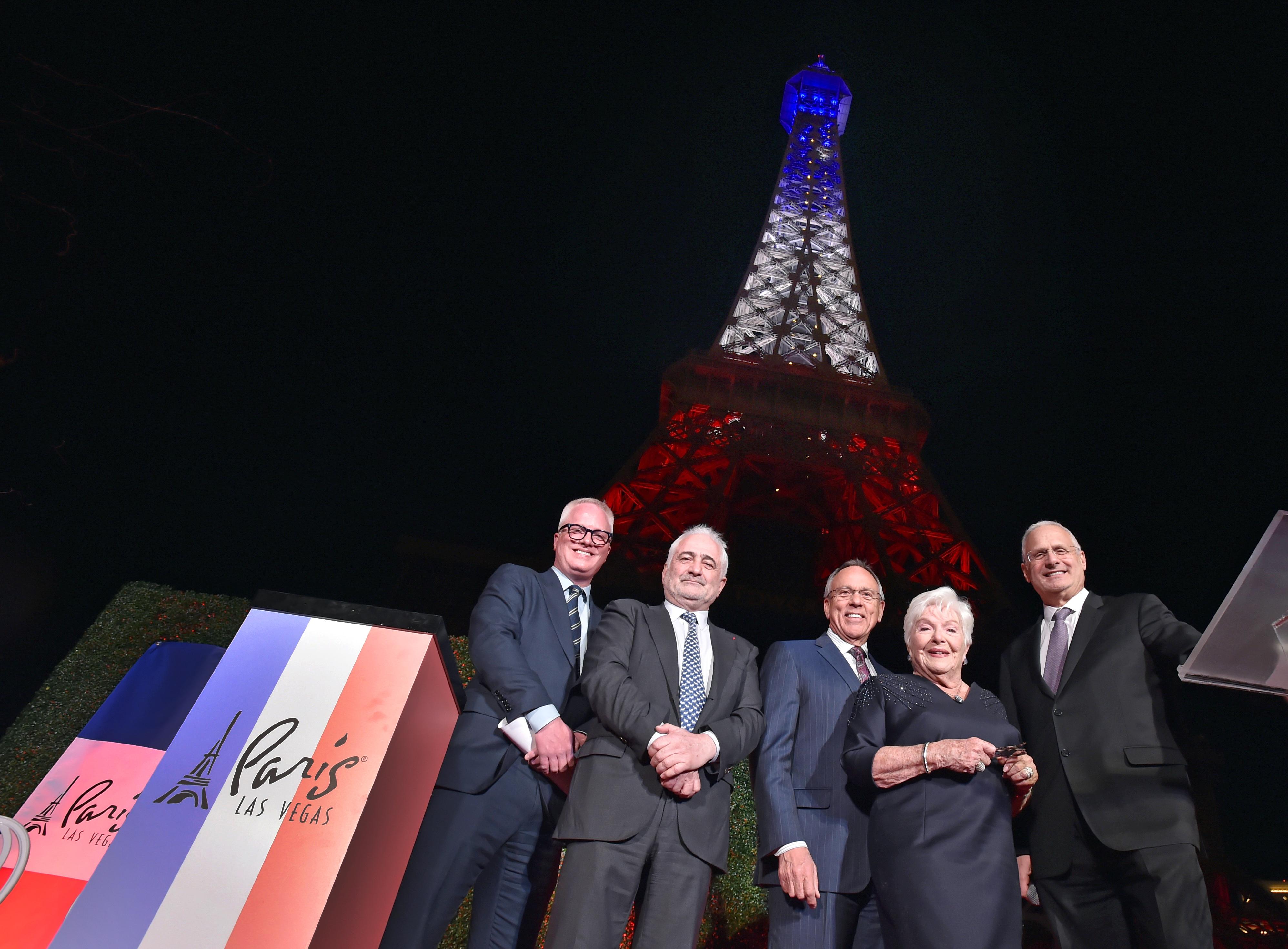 拉斯维加斯巴黎酒店重金打造埃菲尔铁塔灯光秀