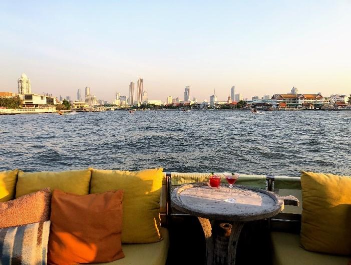 2019曼谷新玩法打卡:湄南河上看落日,享受香檳和泰國料理