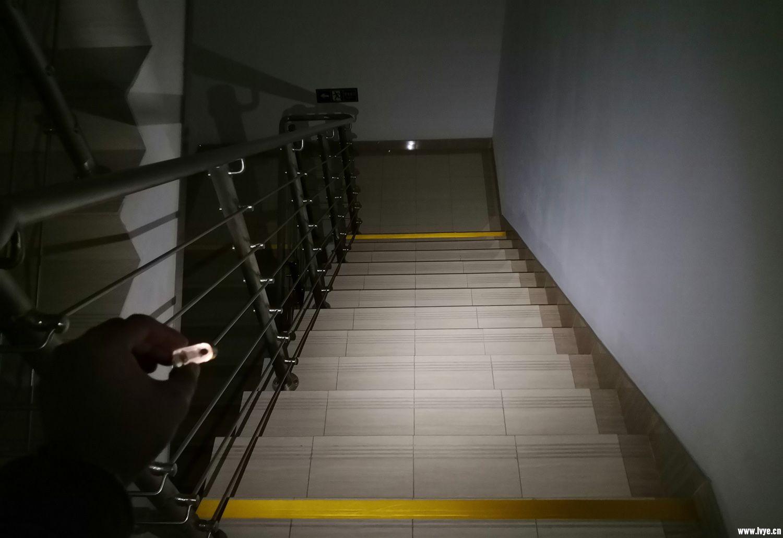 2.5照楼梯.jpg