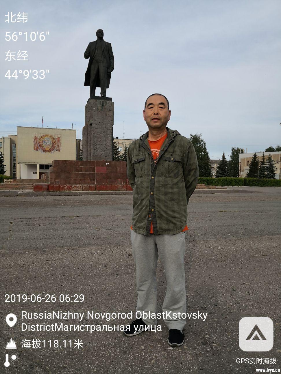 1.在各地都能看到列宁雕像。