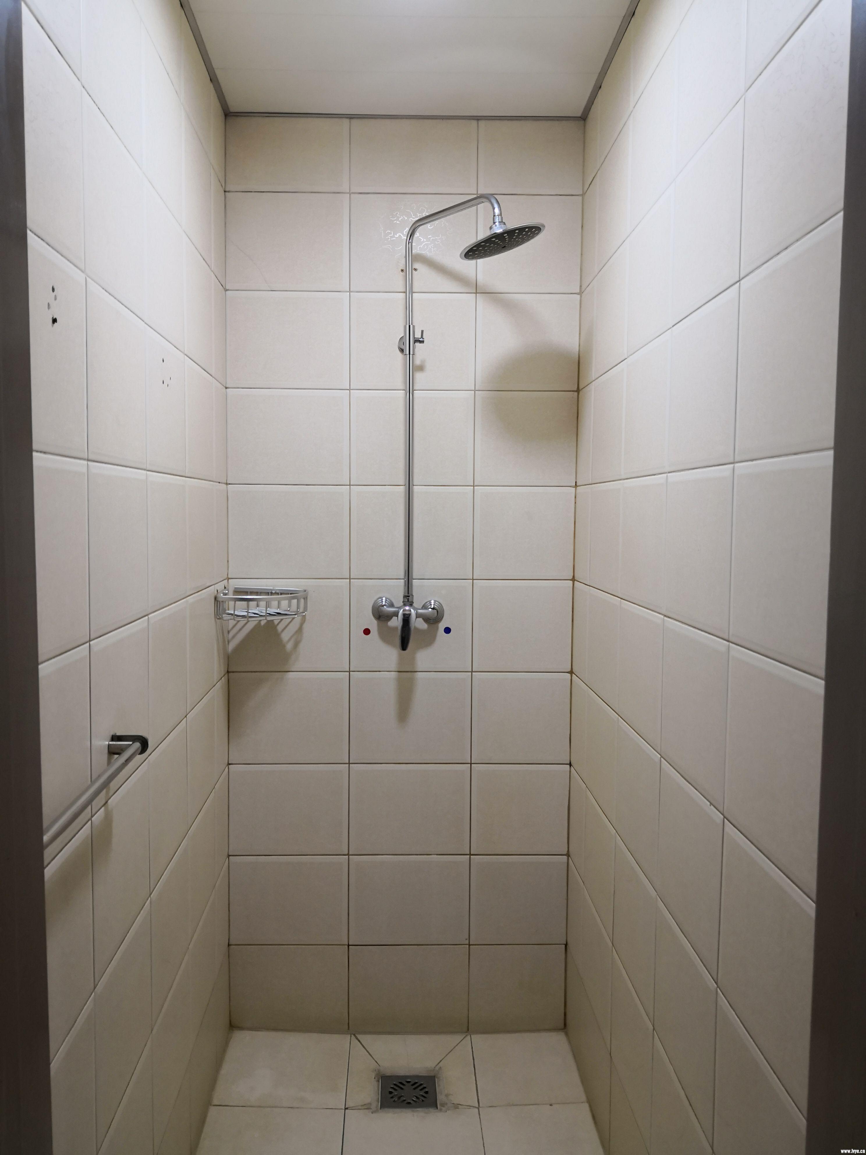 7.窄小的淋浴间